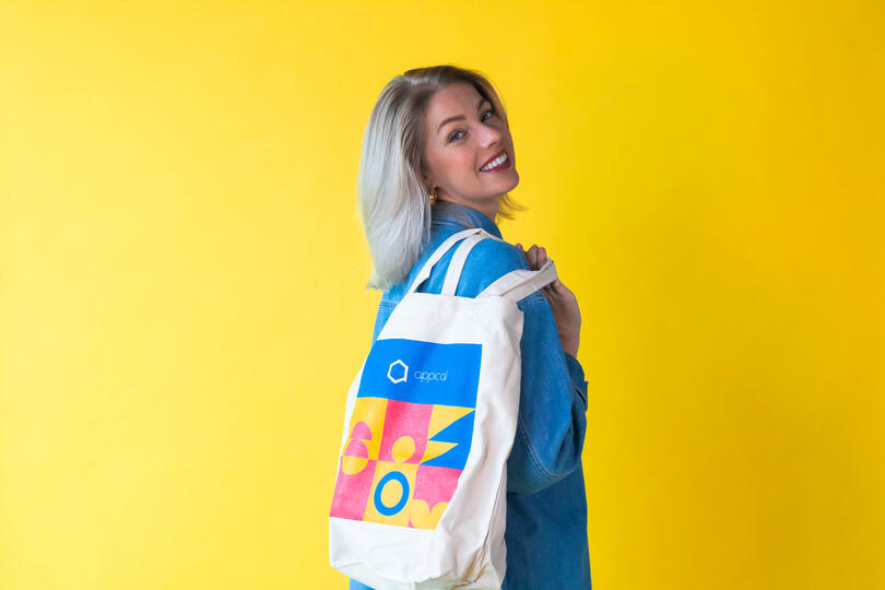 afbeelding vrouw met tas